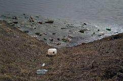 Upa河破裂了它的银行 免版税库存照片