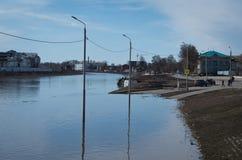 Upa河破裂了它的银行 图库摄影