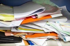 Upa?kany kartoteka dokument i Biurowe dostawy w segregowanie gabinetach zdjęcie stock