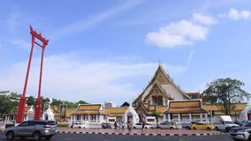 Upadek olbrzymiego skrzydła i chmury z niebieskim niebem w Bangkoku, Tajlandia zbiory
