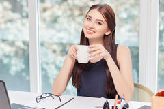 Upbeat business woman drinking coffee Royalty Free Stock Images