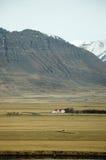 Upcountryhuis, rotsachtige berg, droog gebied, IJsland Royalty-vrije Stock Afbeeldingen