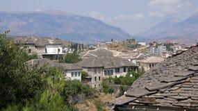 Łupkowi dachy na domach Gjirokastà 'r w Albania Obraz Royalty Free