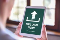 Upload concept op een tablet royalty-vrije stock afbeeldingen