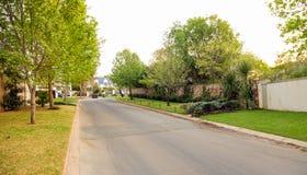 Upmarket πλούσια προαστιακή γειτονιά του Γιοχάνεσμπουργκ Στοκ φωτογραφία με δικαίωμα ελεύθερης χρήσης
