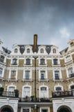 Upmarket flott rekvisita i södra Kensington, London, England, UK med kopieringsutrymme arkivbilder