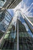 Uppåtriktad sikt av den CityPoint skyskrapan, London UK Royaltyfri Foto
