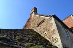 Uppåtriktad sikt av ett hus i Lacock Arkivbilder