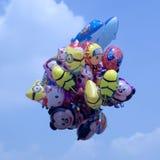 Upp upp, och bort; Teckenballonger Royaltyfri Foto