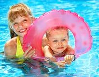 uppblåsbar cirkelsitting för barn royaltyfri fotografi