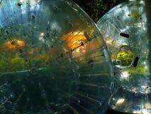 Uppblåsta bollar i parkera Royaltyfria Bilder