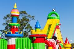 Uppblåsbar slott för lekplats Arkivbilder