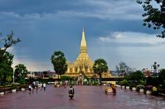 Uppehåll Pha som Luang, Laos Royaltyfria Bilder