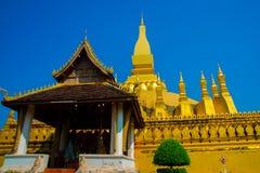 Uppehåll PHA som Luang Luang Prabang, en stor stupa, en buddistisk stupa laos vientiane Royaltyfri Fotografi