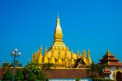 Uppehåll PHA som Luang Luang Prabang, en stor stupa, en buddistisk stupa laos vientiane Royaltyfri Foto