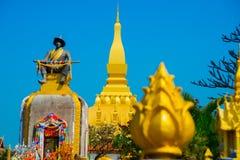 Uppehåll PHA som Luang Luang Prabang, en stor stupa, en buddistisk stupa laos vientiane Arkivbilder