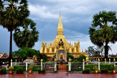 Uppehåll Pha Thatluang, Laos Arkivfoto
