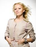 Härlig blond kvinna. Arkivfoton