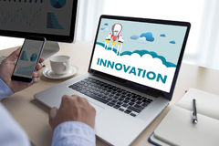 Uppfinner idérika idéer för INNOVATIONfunderare idérika proces för kunskap Royaltyfria Foton