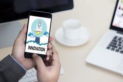 Uppfinner idérika idéer för INNOVATIONfunderare idérika proces för kunskap Arkivbilder