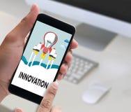 Uppfinner idérika idéer för INNOVATIONfunderare idérika proces för kunskap Arkivbild