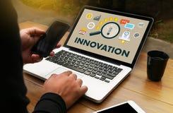 Uppfinner idérika idéer för INNOVATIONfunderare idérika proces för kunskap Arkivfoto