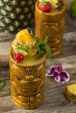 Uppfriskande kalla Tiki Drink Cocktails Fotografering för Bildbyråer