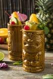 Uppfriskande kalla Tiki Drink Cocktails Royaltyfri Foto