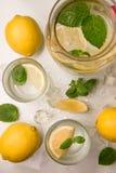 Uppfriskande lemonad med mintkaramellen Arkivbild