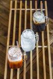 Uppfriskning med thailändska drycker Arkivfoton