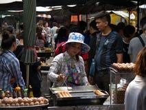 `-uppgiften sparar ` Chatuchak, helgmarknaden, Bangkok Fotografering för Bildbyråer