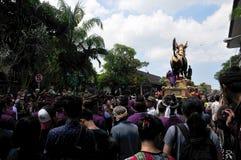 `-uppgiften sparar kunglig kremeringceremoni för `, Bali, Indonesien, Asi Royaltyfria Bilder