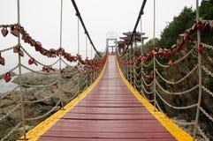 Upphängningbro i Yantai Kina Arkivfoton