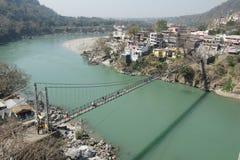 Upphängningbro på ganges, rishikesh Royaltyfri Fotografi