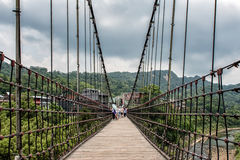 Upphängningbro på Shifen, Taiwan royaltyfri fotografi