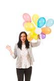 Upphetsad kvinna med färgrika ballonger Arkivbilder