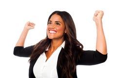 Upphetsad kvinna med lyftta armar Arkivbilder
