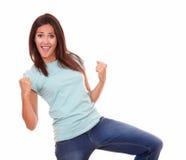 Upphetsad nätt kvinna som firar hennes seger fotografering för bildbyråer