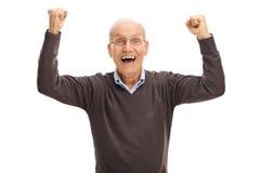 Upphetsad pensionär som gör en gest lycka Royaltyfria Foton