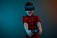 Upphetsad pojke som spelar gamepad Fotografering för Bildbyråer