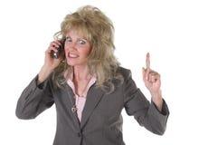 Upphetsad utöva affärskvinna på mobiltelefon arkivfoton