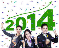 Upphetsat affärsfolk som firar ett nytt år 2014 Royaltyfri Fotografi
