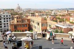 Beskåda på Rome från den PiazzadellaTrinita deien Monti, Italien Royaltyfri Foto
