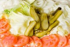 Uppläggningsfat av nya grönsaker, frukter och andra livsmedel. Fotografering för Bildbyråer