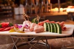 Uppläggningsfat för kallt snitt för salami Royaltyfria Bilder