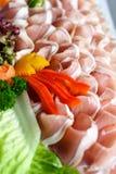 Uppläggningsfat för Parma skinka med garnering Royaltyfria Foton