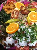 Uppläggningsfat som delar - vegetarisk arabisk mat arkivfoton