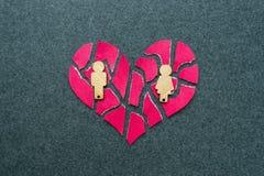 Upplösning skilsmässa, missat förhållandebegrepp Brutet mosaik, p arkivbild