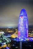 Upplyst Agbar torn och stad av Barcelona, Spanien Arkivfoton