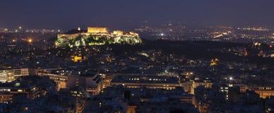 Upplyst akropol i Aten Fotografering för Bildbyråer
